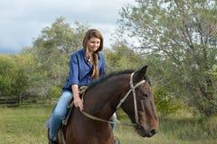 Meisje op horseback Stock Afbeeldingen