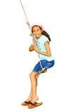 Meisje op kabelschommeling Stock Foto