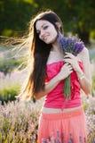 Meisje op lavendelgebied Royalty-vrije Stock Fotografie