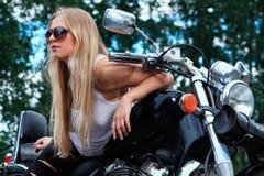 Meisje op motor stock foto
