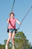 Meisje op parkschommeling Royalty-vrije Stock Fotografie