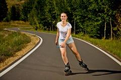 Meisje op rollerblades stock foto's