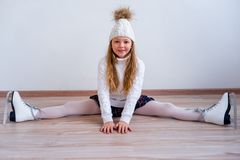 Meisje op schaatsen stock afbeeldingen