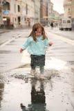 Meisje op straat Stock Afbeelding