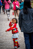 Meisje op straat royalty-vrije stock afbeeldingen