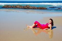 Meisje op strand Royalty-vrije Stock Foto's