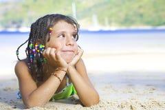 Meisje op strand Stock Fotografie