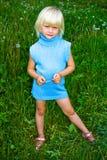 Meisje op weide royalty-vrije stock foto's