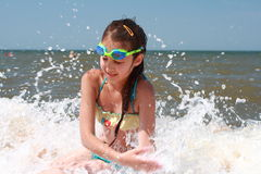 Meisje op zee Stock Afbeelding