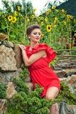 Meisje in openlucht in de zomerkleding 8 Stock Foto