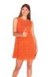 Meisje in oranje kleding op witte achtergrond royalty-vrije stock foto's
