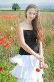 Meisje in papavers royalty-vrije stock foto