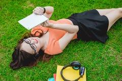 Meisje in park Royalty-vrije Stock Afbeelding