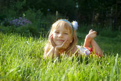 Meisje in park Stock Afbeeldingen