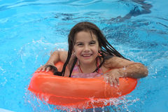 Meisje in pool Royalty-vrije Stock Afbeelding