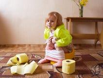 Meisje in pot Stock Fotografie