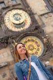 Meisje in Praag stock fotografie