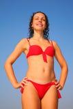 Meisje in rode bikini Royalty-vrije Stock Foto's