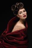 Meisje in rode texturized stof Stock Fotografie