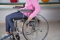 Meisje in rolstoel Royalty-vrije Stock Foto