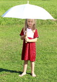 Meisje in rood met witte paraplu Stock Afbeelding