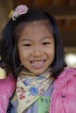 Meisje in roze bij het traditionele volksdorp van Namsangol, Seoel, Zuid-Korea NOVEMBER 2013 Stock Fotografie
