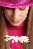 Meisje in roze hoed Stock Foto's