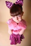 Meisje in roze katjesuitrusting stock foto's