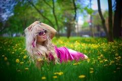 Meisje in roze kleding Royalty-vrije Stock Foto's