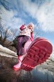 Meisje in roze laarzen Royalty-vrije Stock Fotografie