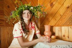 Meisje in Russische traditionele kleren Royalty-vrije Stock Foto's