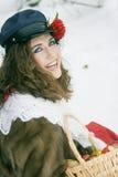Meisje in Russische traditonalkleding voor maslenitsa Stock Afbeeldingen