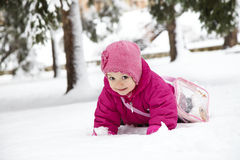 Meisje in sneeuw Stock Foto's