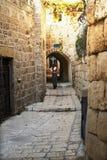 Meisje in steeg, Oude Jaffa Stad, Israël Stock Afbeeldingen