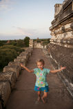 Meisje (toerist) op Bagan tempel, Birma. Royalty-vrije Stock Afbeeldingen