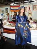 Meisje in traditionele Armeense kleding Stock Foto's