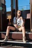 Meisje in Tram het Stellen Stock Afbeelding