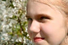 Meisje in tuin Royalty-vrije Stock Foto's