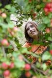 Meisje in tuin Royalty-vrije Stock Fotografie