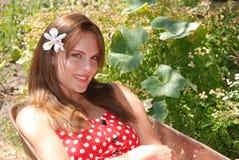Meisje in tuin Stock Foto's