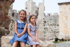Meisje twee bij Historische Plaats royalty-vrije stock fotografie
