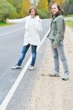 Meisje twee op weg Stock Afbeelding