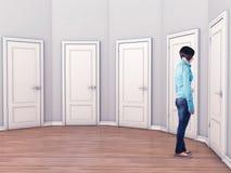 Meisje vóór deuren Stock Afbeelding