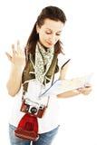 Meisje in vakantie met kaart Royalty-vrije Stock Foto