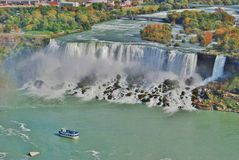 Meisje van de Boot van de Mist bij de LuchtMening van het Niagara Falls Stock Afbeelding