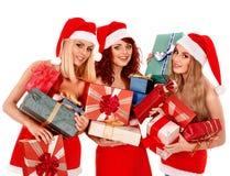 Meisje in van de holdingskerstmis van de Kerstmanhoed de giftdoos royalty-vrije stock afbeeldingen