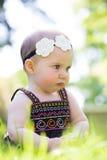 6 Meisje van de maand het Oude Baby in openlucht Royalty-vrije Stock Afbeelding