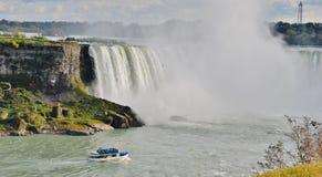 Meisje van de Mist bij Niagara Falls, de V.S. Stock Afbeelding