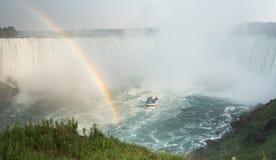 Meisje van het Niagara Falls van de Mist Royalty-vrije Stock Afbeeldingen