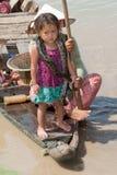 Meisje van Kambodja met slang Stock Foto